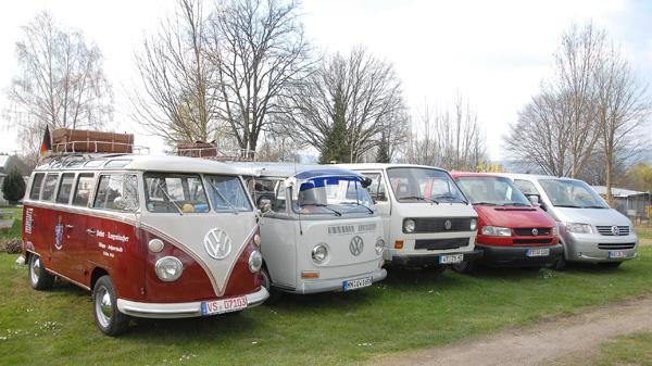 Alle VW-Bus-Generationen sind wie immer willkommen.
